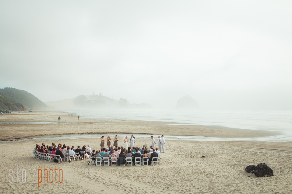 jolene and tyler oregon beach wedding-12