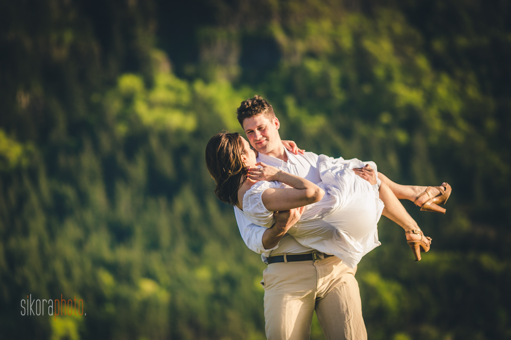 strawberry island in columbia gorge engagement session