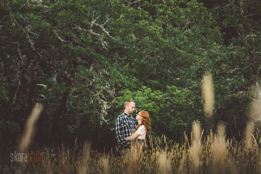 woodsy engagement session in columbia gorge